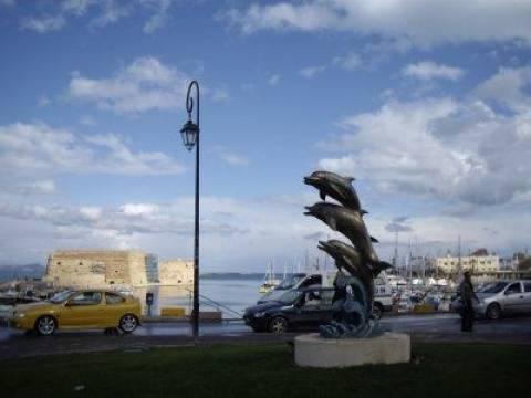 Μηχανάκι παρέσυρε πεζό στο Ηράκλειο