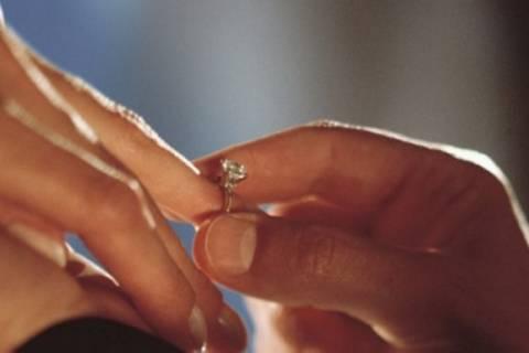 Βρετανία: Η πιο… γλυκιά πρόταση γάμου! (photo)