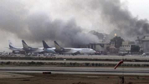 Οι Ταλιμπάν ανέλαβαν την ευθύνη για την επίθεση στο αεροδρόμιο του Καράτσι