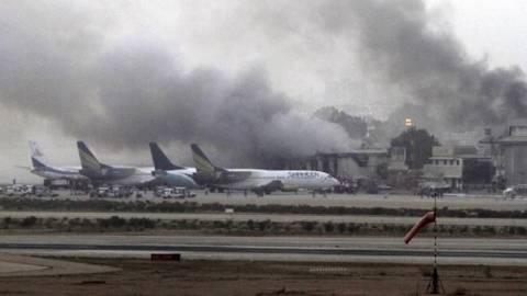 На аэропорт Карачи напали боевики