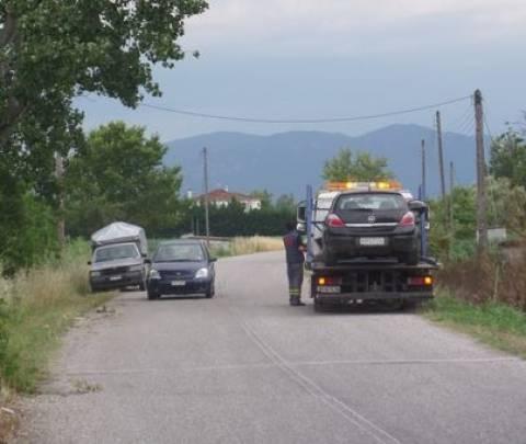 Τρίκαλα: Σοβαρός τραυματισμός σε τροχαίο - Μηχανή «καρφώθηκε» σε ΙΧ