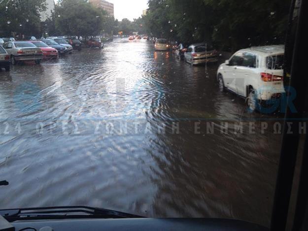 Θεσσαλονίκη: Μέσα σε δέκα λεπτά οι δρόμοι έγιναν ποτάμια! (pics)