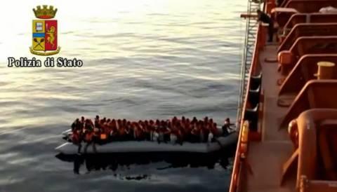 Ιταλία: Πρόσκρουση λέμβου με τάνκερ προκάλεσε τον θάνατο τριών μεταναστών (βίντεο)