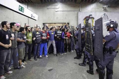Βραζιλία: Χάος από την απεργία στο μετρό, λίγες μέρες πριν το Μουντιάλ