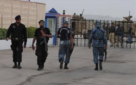Πακιστάν: Το αεροδρόμιο του Καράτσι δέχεται νέα επίθεση