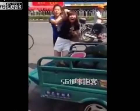Βίντεο: Έπιασε στα χέρια της την ερωμένη του άνδρα της και... δείτε τι έγινε