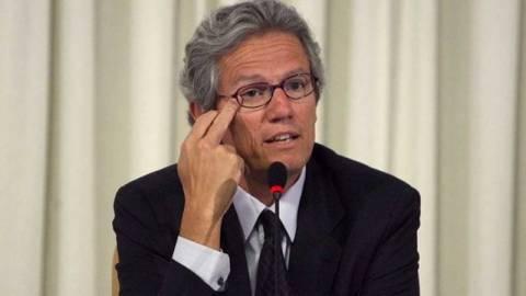 Μπατίστα: Η τρόικα διοικεί την Ελλάδα από το εξωτερικό