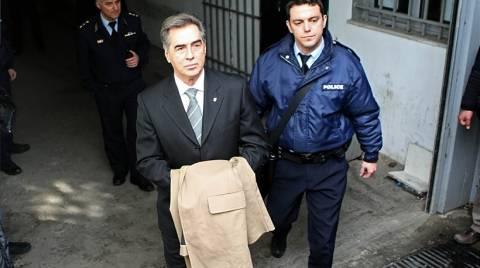 Χαμός στη δίκη Παπαγεωργόπουλου-Αποχωρήσεις και ξεσπάσματα