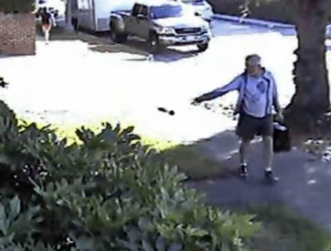 Δήμαρχος έριξε τα... κόπρανα σκύλου στον κήπο γείτονα! (pic)