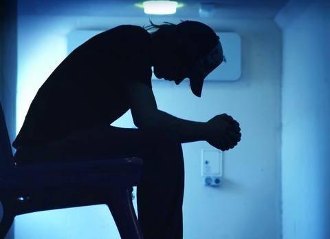 Δέκα χιλιάδες αυτοκτόνησαν λόγω κρίσης, λέει νέα έρευνα