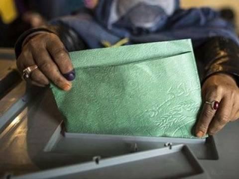 Άνοιξαν οι κάλπες για τις προεδρικές εκλογές στο Αφγανιστάν