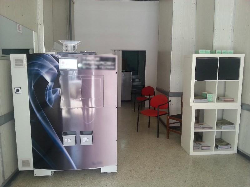 Αττική: Εντοπίστηκε κατάστημα παράνομης παρασκευής και εμπορίας τσιγάρων (pic)