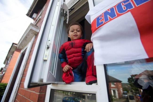 Δείτε τον τετράχρονο Spiderman που το... σκάει από το σπίτι! (pics)