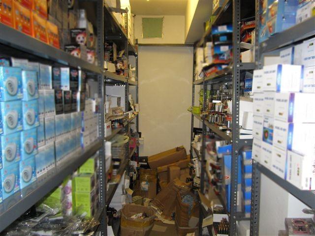 Εντοπίστηκε κατάστημα με μεγάλη ποσότητα προϊόντων παραεμπορίου (pics)