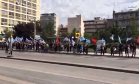 Ένταση μεταξύ χρυσαυγιτών - αντιφασιστών στην πλατεία Δυρραχίου