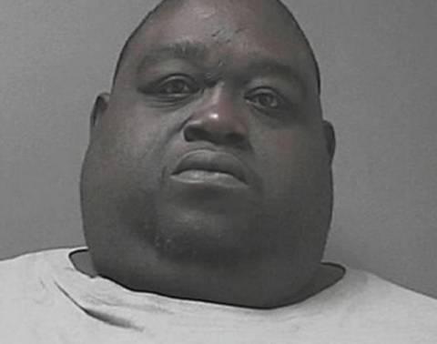 Άντρας 204 κιλών έκρυβε τη μαριχουάνα κάτω από την κοιλιά του!