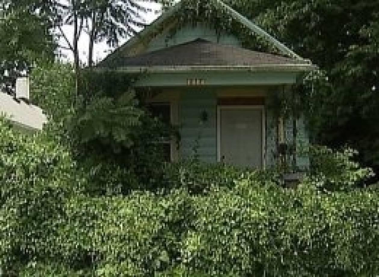 Μπήκε στο «στοιχειωμένο» σπίτι και βρήκε ένα μουμιοποιημένο πτώμα