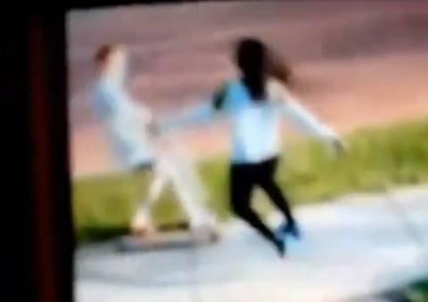 Σοκ: 13χρονη χτύπησε 10χρονη γιατί ήταν... λευκή! (βίντεο)