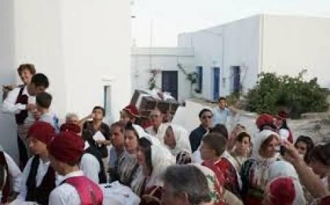 Σίφνος: Ο παραδοσιακός κυκλαδίτικος γάμος που κλέβει τις εντυπώσεις!