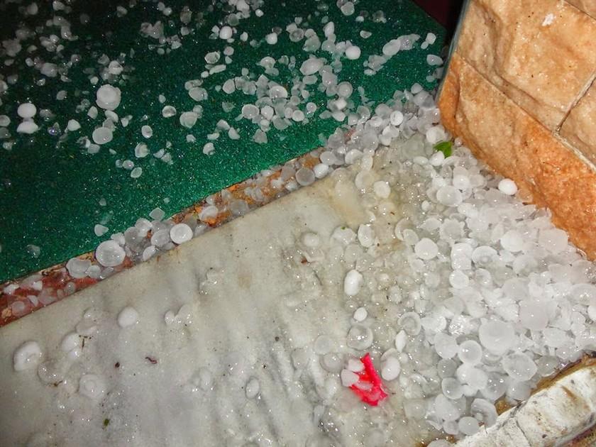 Ημαθία: Δείτε το χαλάζι που έπεσε σε Παλατίτσια και Μελίκη (φωτό)