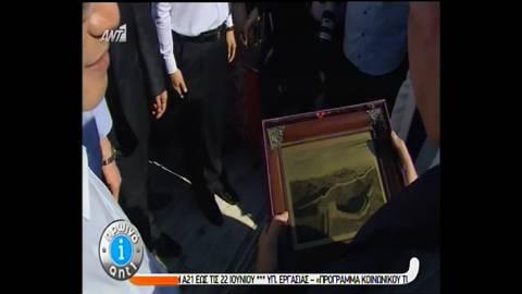 Το... πρωτότυπο δώρο του Κινέζου Πρωθυπουργού στο Σαμαρά! (vid)