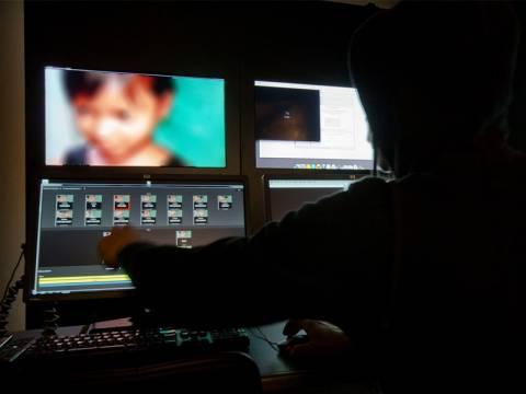 Φρίκη: Αγόραζαν μέσω Διαδικτύου live βίντεο με βιασμούς ανηλίκων