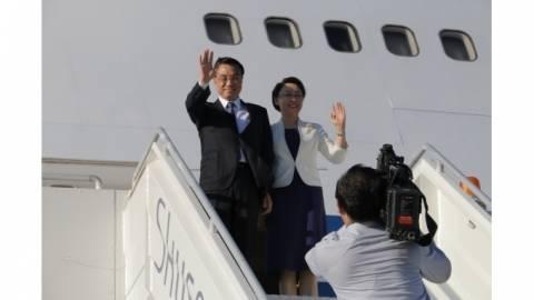 Κρήτη: Έφτασε στο αεροδρόμιο ο Κινέζος πρωθυπουργός (pics)