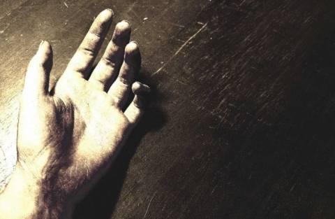 Καρδίτσα: Με το κορδόνι των παπουτσιών του κρεμάστηκε ο 24χρονος