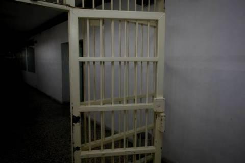 Σωφρονιστικός υπάλληλος προσπάθησε να «περάσει» ναρκωτικά στις φυλακές