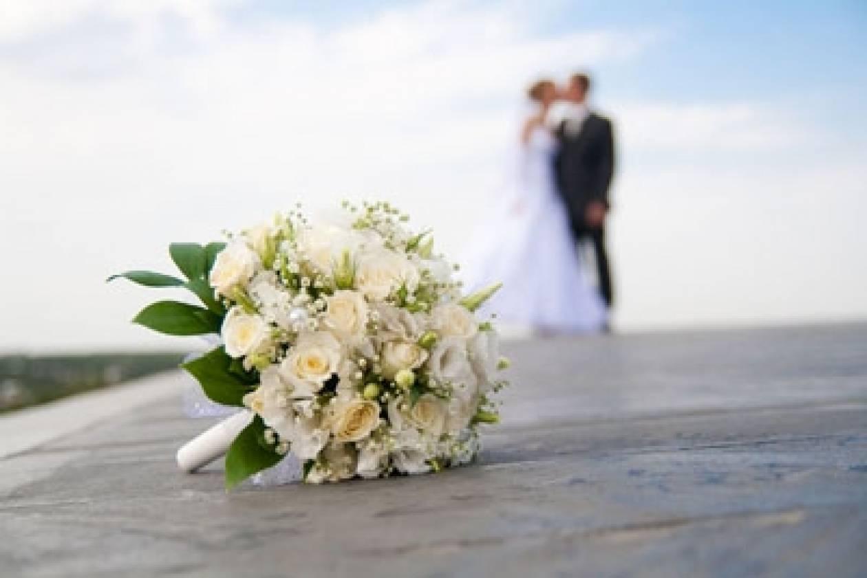 Κρήτη: Μάθημα ζωής από νεαρό ζευγάρι-Με το γάμο τους βοηθούν 26 οικογένειες