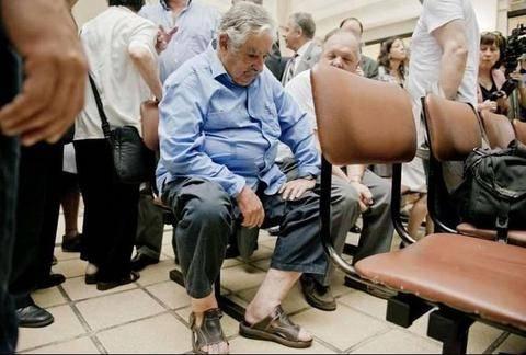 «Ψεύτικη» η φωτογραφία του προέδρου της Ουρουγουάης στην ουρά νοσοκομείου