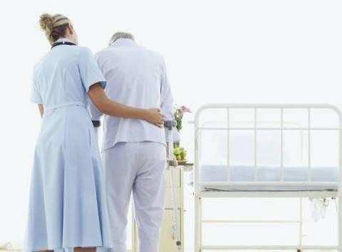 Συνελήφθησαν παράνομες αποκλειστικές νοσοκόμες στον Πειραιά