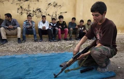 Συρία: Εκπαιδεύουν και ρίχνουν στη μάχη 15χρονους