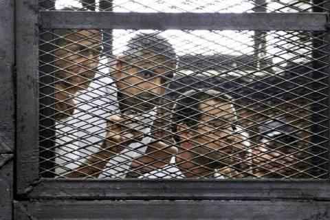 Η Αίγυπτος απορρίπτει τη διεθνή κατακραυγή μετά τη καταδίκη δημοσιογράφων του Αλ Τζαζίρα