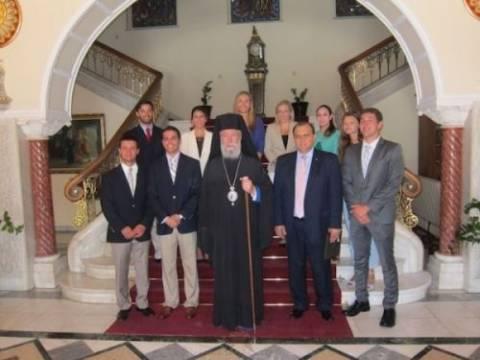 Ο Αρχιεπίσκοπος Κύπρου με αριστούχους ομογενείς φοιτητές