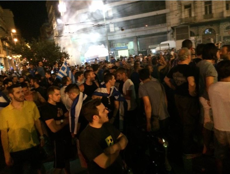 Ελλάδα – Ακτή Ελεφαντοστού: Βγήκαν στους δρόμους οι Έλληνες! (pics+video)