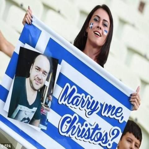 Μουντιάλ 2014: Η πρόταση γάμου της Ελληνίδας πριν τη σέντρα που σαρώνει