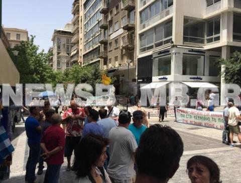Διαμαρτυρία των εργαζομένων της ναυπηγικής βιομηχανίας (vid)