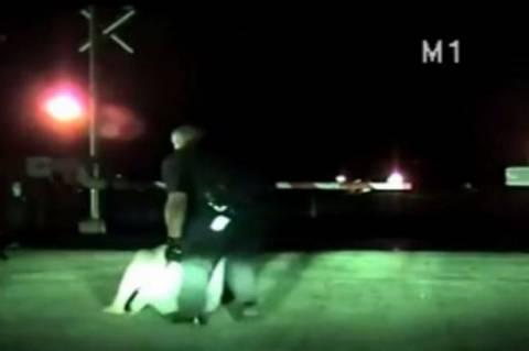 Τέξας: Ήρωας αστυνομικός σώζει γυναίκα λίγο πριν την πατήσει τρένο! (video)