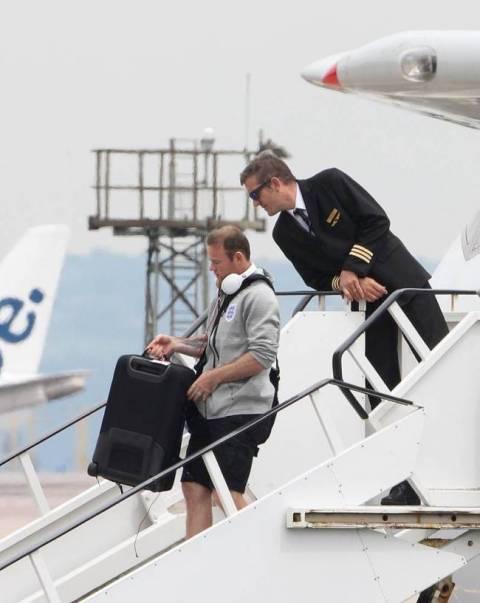 Μουντιάλ 2014: Η υποδοχή της Εθνικής Αγγλίας από μόνο... ένα φίλαθλο!