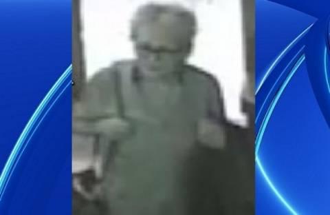 Ηλικιωμένη έκλεβε τσάντες από εστιατόρια! (βίντεο)