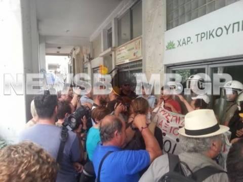 Αποχώρησαν από τα γραφεία του ΠΑΣΟΚ καθαρίστριες και σχολικοί φύλακες