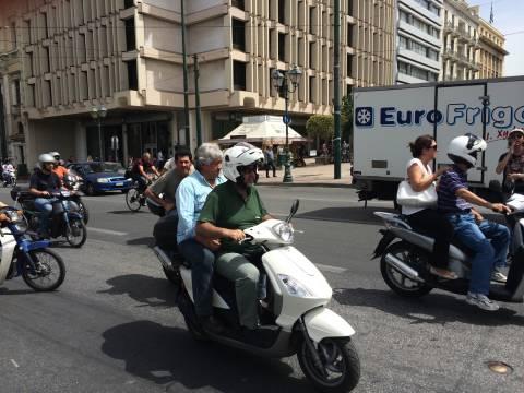 ΤΩΡΑ: Μοτοπορεία δημοτικών αστυνομικών στο κέντρο της Αθήνας