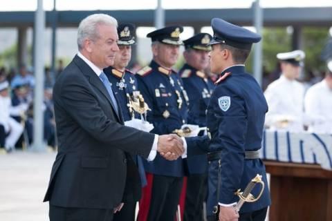 Τελετή ορκωμοσίας νέων Ανθυπολοχαγών: Ο Δ.Αβραμόπουλος επέδωσε τα ξίφη