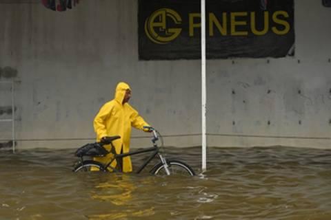 Βραζιλία: Χιλιάδες άτομα εγκατέλειψαν τα σπίτια τους λόγω πλημμυρών