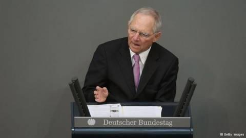 Σόιμπλε στο Bloomberg: Δεν συζητάμε ακόμα για νέα βοήθεια