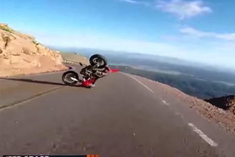 ΗΠΑ: Μηχανή έπεσε από τον ουρανό και προκάλεσε ατύχημα! (video)