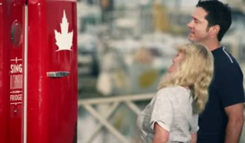 Θες μπίρα; Ψάλλε σωστά τον εθνικό Ύμνο του Καναδά... (vid)