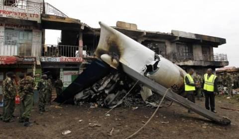 Νεκροί και οι τέσσερις επιβάτες του αεροπλάνου που συνετρίβη (pics)