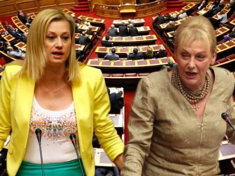 Άγριος καυγάς Μακρή – Πιπιλή στη Βουλή